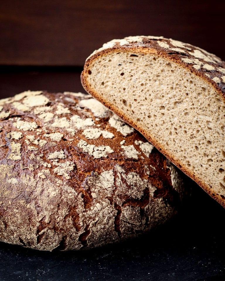 Ein ganzes und ein halbes Brot